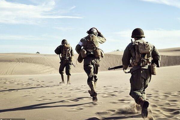 راه رفتن سربازان برق فراوری می نماید