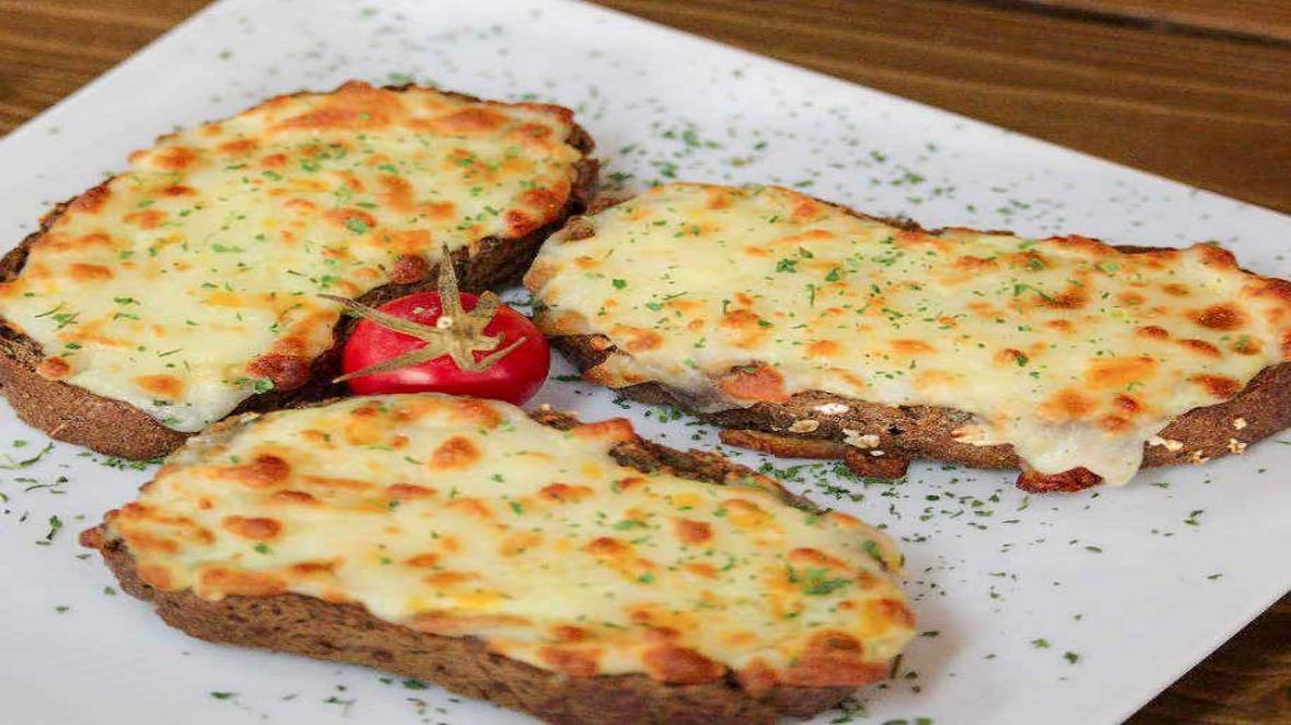 طرز تهیه نان سیر رژیمی و سرشار از پروتئین