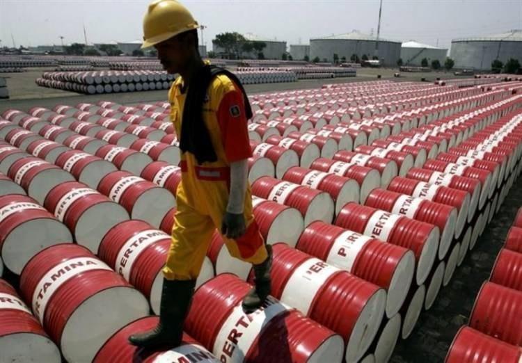 کاهش قیمت نفت تحت تاثیر کرونا