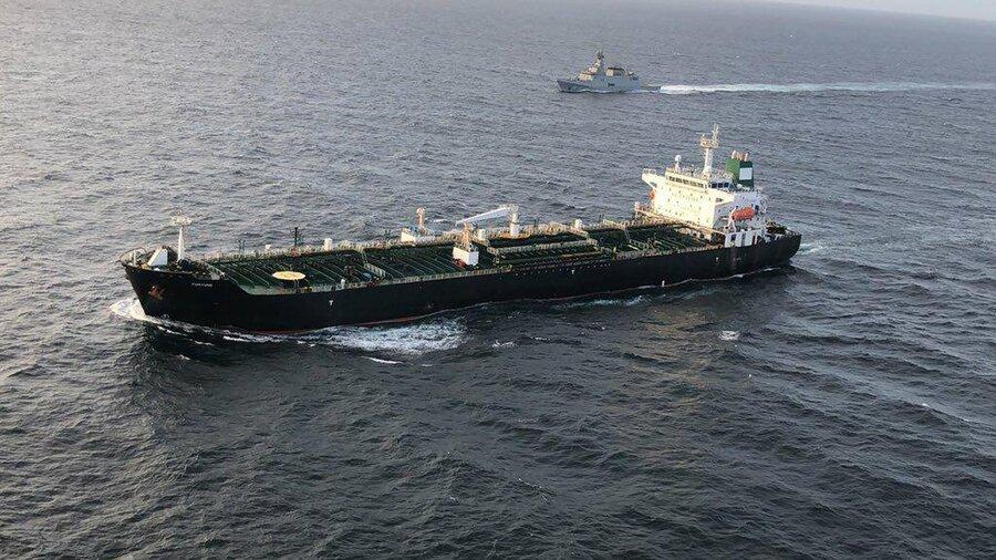 فیلم ، نمایی نزدیک از نفتکش ایرانی رسیده به ونزوئلا