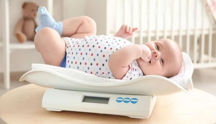 وزن گیری نوزاد از بدو تولد تا 12 ماهگی چگونه باید باشد؟