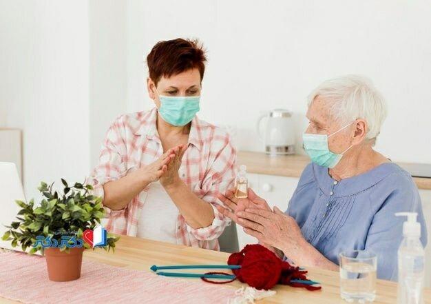 سالمندان را به آغوش نکشید!