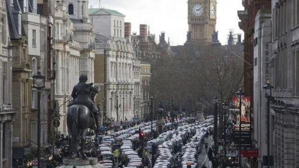 وحشت در انگلیس و فرار دسته جمعی مردم از لندن