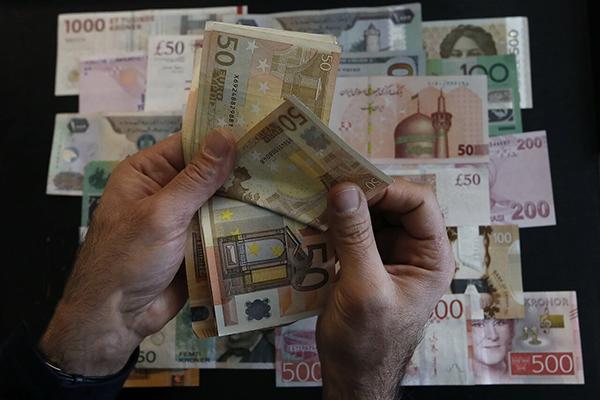 نرخ رسمی یورو و 29 ارز دیگر کاهشی شد