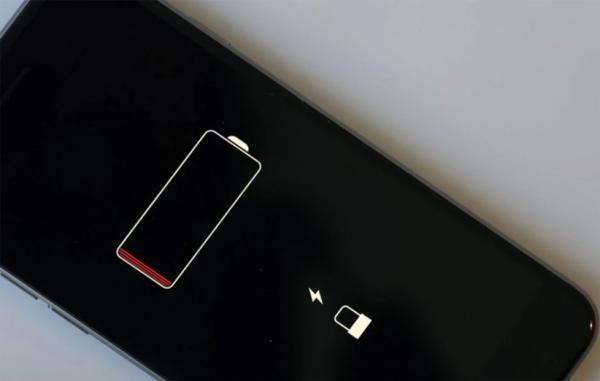 اپل دنبال روشی برای استفاده از باتری بزرگتر در آیفون است