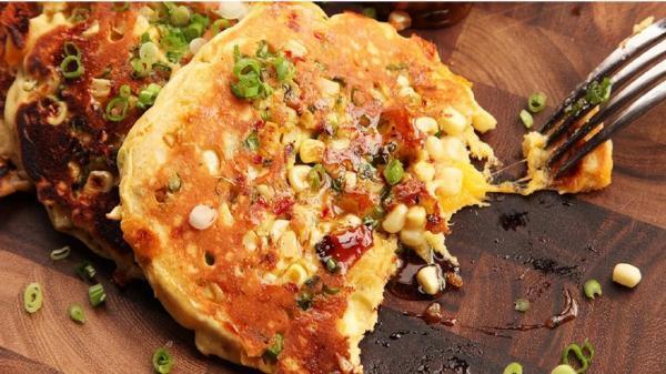 طرز تهیه پنکیک پنیر و بیکن؛ یک برانچ عالی و خوشمزه