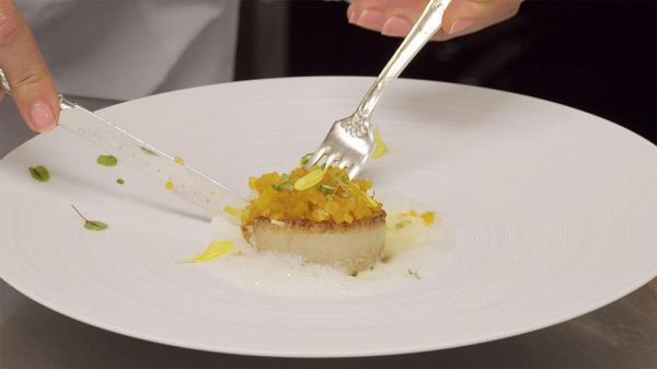 خوراک صدف سن ژاک با سیب زمینی پخته و سس پرتقال
