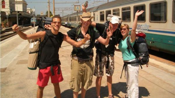 جوانان هجده ساله اروپایی با کارت سفر، رایگان مسافرت می نمایند
