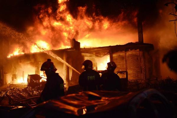 آتش سوزی در مرکز بنگلادش؛ دست کم 70 نفر کشته شدند